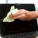 så rengör du dina datorskärm bäst